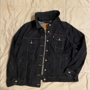 - Levis classic Denim Jean jacket 👖